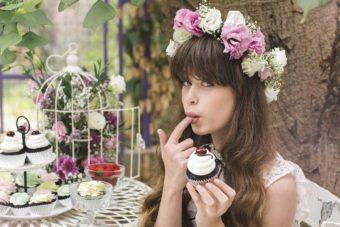 צילום מתוך בוק הבת מצווה של ליה שקד, בוק בת מצווה שהוא הפקת אופנה