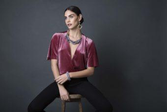 צילום אופנה מתוך הפקת תכשיטים למעצבת ניב עם הדוגמנית יובל גונן