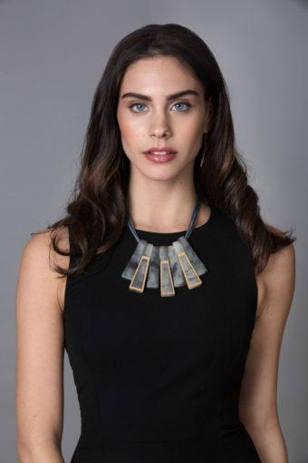 צילום אופנה מתוך הפקת תכשיטים למעצבת ניב מאת צלמת האופנה שחף מרגלית
