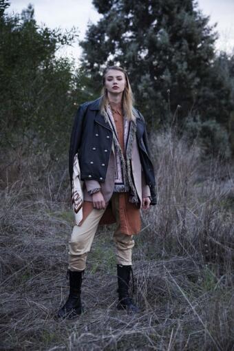 צילום אופנה בסגנון שכבות עם הדוגמנית נלי